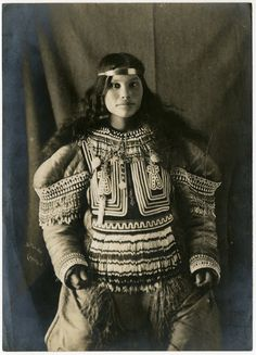 White Wolf : Rare Century-old images of the Inuit people by the country's first female photographer Native American Pictures, Native American Symbols, Native American Quotes, Native American Women, Native American History, Native American Indians, Native Indian, Native Americans, Inuit Clothing