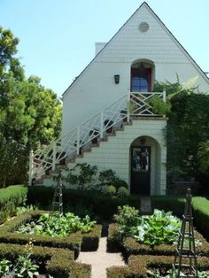 Exterior stairs & Chinese Chippendale Ballister, garden...lots of great details!