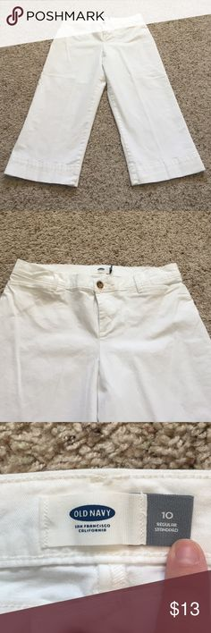 Old Navy white cropped pants size 10 Old Navy white cropped wider leg pants. Size 10. In great condition, only worn a few times! Old Navy Pants Ankle & Cropped
