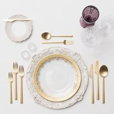"""""""Royal Our Antique White Florentine Chargers + Gold Glass & White Lace Dinnerware + Gold Collection Flatware + Vintage Purple/Czech Crystal…"""" Vase Deco, Crystal Stemware, Table Set Up, Dinning Table, Gold Glass, Dinner Sets, Fine Dining, Dinnerware, Table Settings"""