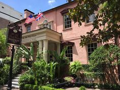 Olde Pink House Restaurant Savannah - The Pink House Restaurant Charleston Sc Savannah Restaurants, Downtown Restaurants, Pink Restaurant, House Restaurant, Boarding House, Georgia Homes, Tybee Island, Most Haunted, Pink Houses