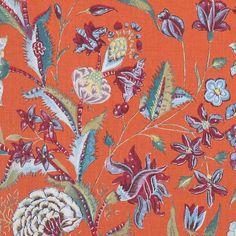 Oranje achtergrond met grijsblauwe bloemen.