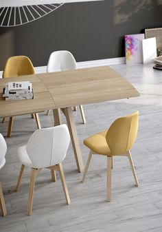 This table MOOD#T8 is a perfect match for all the chairs of the Moods'16 collection by Mobitec. Made of solid woord (beech, oak or walnut). Integrated extension in option.
