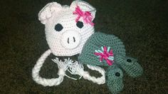 Piggy with removable hair bow