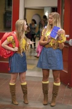 Sierra McCormick and Allie DeBerry as Olive and Paisley on Ant Farm