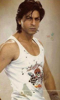 umm its shah rukh kahn bitches. Shahrukh Khan, Arjun Bijlani, Bollywood Stars, Shah Rukh Khan Quotes, Mumbai, Sr K, Francisco Lachowski, Madhuri Dixit, Face Photo