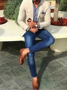 How to wear: beige blazer, navy and white gingham dress shirt, blue skinny jeans, brown leather tassel loafers Blazer Outfits Men, Mens Fashion Blazer, Stylish Mens Outfits, Outfit Jeans, Men Blazer, Jeans Pants, Blazer Jacket, Blazer With Jeans Men, Jeans For Men