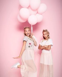 876.4K vind-ik-leuks, 1,808 reacties - Lisa and Lena | Germany® (@lisaandlena) op Instagram: 'LVE you to the moon and back!! #photography @dave_late_ #hairandmakeup @sarah_lucia_rabel…'