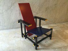Conception de chaise sur pinterest chaises fauteuils et for La chaise rouge et bleue