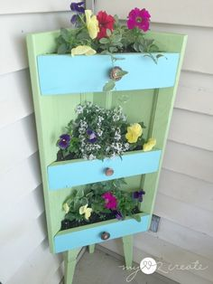 A while back my friend gave me her cabinet doors from her old kitchen when she remodeled it!  It was soooo excited, I mean...the possibilities!  One cabinet doo…