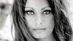 Es sabido que las estrellas de Hollywood gastan miles de dólares para verse espléndidas. Pero a pesar del dinero y de los tratamientos en exclusivos spas, las recetas caseras y algunos hábitos que no cuestan mucho dinero siguen siendo los favoritos de muchas de ellas. Sofía Loren A sus 80 años, aún es una mujer …