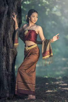 Thai dress by Sasin Tipchai on Traditional Thai Clothing, Traditional Dresses, Traditional Fashion, Poses, Cambodian Women, Thai Fashion, Ethno Style, Thai Dress, Beautiful Asian Women