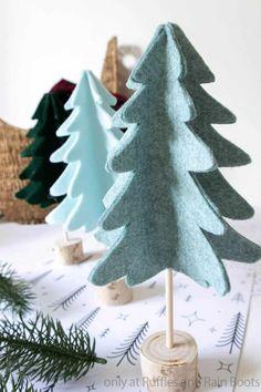Scandinavian Christmas Ornaments, Diy Felt Christmas Tree, Felt Christmas Decorations, Little Christmas Trees, Mantle, Holiday Crafts, Creations, Easy, Celebrations