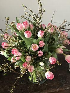 Frühling strauß Tulips Flowers, Big Flowers, Fresh Flowers, Flower Pots, Beautiful Flowers, Church Flowers, Dried Flower Bouquet, Spray Roses, Flower Decorations