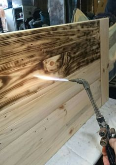 Diy Home Bar, Bars For Home, Diy Home Decor, Pallet Furniture, Furniture Projects, Wood Projects, Burnt Plywood Floor, Diy Holz, Woodworking Projects Diy