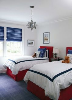 Check the pictures of black and white bedrooms below and you will feel that they used a lot together in the modern design