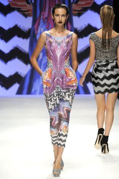 Basso & Brooke - Spring Summer 2010 Ready-To-Wear - Shows - Vogue. Fashion Sewing, Fashion Fabric, Fashion Prints, Fashion News, Runway Fashion, Fashion Show, Fashion 2017, London Fashion, Fashion Marketing