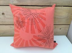 """coussin 17""""x17"""" corail avec motif Snow flower. 45% coton 55% lin. www.tracetextile.com Throw Pillows, Bed, Coral, Pattern, Toss Pillows, Cushions, Stream Bed, Decorative Pillows, Beds"""