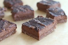 a totally paleo indulgence: Raw Chocolate Almond Butter Cheesecake Bars (Vegan, Paleo) - Delighted Momma Paleo Dessert, Paleo Sweets, Köstliche Desserts, Gluten Free Desserts, Delicious Desserts, Dessert Recipes, Raw Chocolate, Chocolate Recipes, Cheesecake Bars
