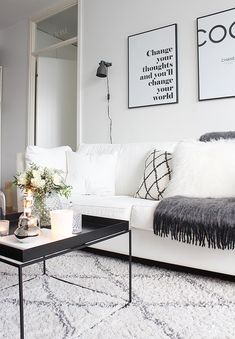 Black and white living room mustavalkoinen sisustus olohuone hay tray table Desenio poster Ellos Tanger rug matto chhatwal & Jonsson Cozy home hygge