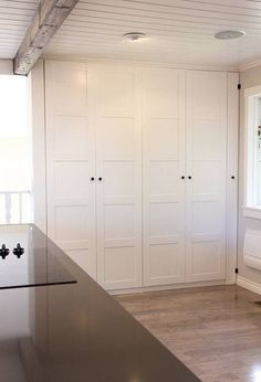 IKEA pax wardrobe for a kitchen pantry! DOMINO:ikea pax hacks: the best we've seen so far Ikea Pax Hack, Ikea Closet Hack, Ikea Pax Wardrobe, Closet Hacks, Ikea Hacks, Kitchen Redo, New Kitchen, Kitchen Design, Kitchen Makeovers