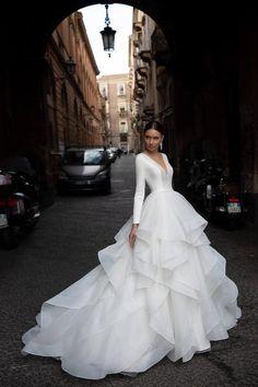 Pretty Wedding Dresses, Pretty Dresses, Beautiful Dresses, Chanel Wedding Dress, Most Beautiful Wedding Dresses, Royal Wedding Dresses, Designer Wedding Dresses, Timeless Wedding Dresses, Extravagant Wedding Dresses