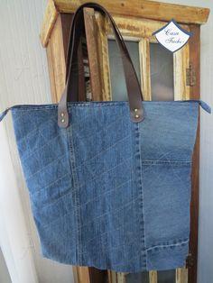 Verso da bolsa com reaproveitamento de calça jeans
