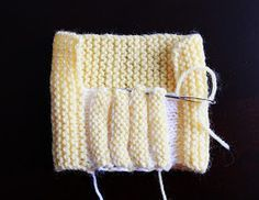 Baby Cardigan Knitting Pattern Free, Baby Booties Knitting Pattern, Baby Hats Knitting, Loom Knitting Projects, Loom Knitting Patterns, Crochet Baby Shoes, Crochet Baby Booties, Knitted Baby, Baby Knits