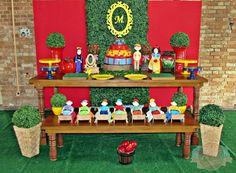 Aluguel Decoração Branca de Neve Snow White Birthday, 1st Birthday Parties, Party Themes, Alice, Table Decorations, Home Decor, Backgrounds, Industrial Kids Decor, Ideas Party