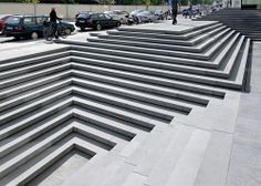 This stairs is interpreted as the most urban building block in the design of the square and thus transformed. A new landmark is created out of an architectural element that evokes hierarchy and authority.