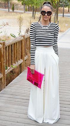 กางเกงขาบานสีขาว Aqva, เสื้อเอวลอยลายขวางสีขาวดำ Zara, กระเป๋า Bershka, แว่นตากันแดด Prada