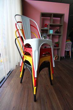 法式工業風格高背鐵椅 網路售價: $1280 / 日租: $256