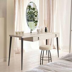 jolie coiffeuse conforama en bois beige dans la chambre a coucher moderne