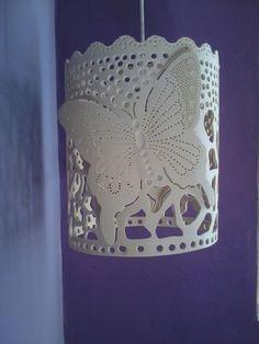 Lustre pendente borboletas, confeccionado em pvc de 250 mm rico em detalhes artesanais.  altura: 30 cm  largura: 25 cm  peso 1500 g