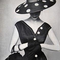 Outro look lindo composto com chapéu...
