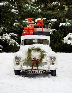 Cristhmas Tree Decorations Ideas : Christmas car and presents to go! Merry Christmas My Friend, Noel Christmas, Country Christmas, Winter Christmas, All Things Christmas, Vintage Christmas, Christmas Truck, Outdoor Christmas, Christmas Presents