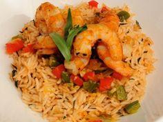 Πιλάφι με γαρίδες. Ένα φανταστικό νηστίσιμο φαγητό με ένα υπέροχο, εύγευστο πιλάφι,αφού η γεύση της γαρίδας είναι πάντα ακαταμάχητη.Ένα νόστιμο χορταστικό Greek Recipes, Fish And Seafood, Other Recipes, Fried Rice, Food Art, Risotto, Food Processor Recipes, Food And Drink, Cooking Recipes