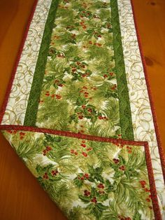 Pine Needles Quilted Table Runner by PatchworkMountain on Etsy Quilted Table Runners Christmas, Patchwork Table Runner, Christmas Patchwork, Christmas Quilt Patterns, Christmas Placemats, Christmas Runner, Table Runner And Placemats, Table Runner Pattern, Christmas Sewing