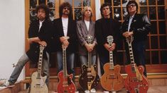 Super-Group The Traveling Wilburys in the Bob Dylan, Jeff Lynne, Tom Petty, George Harrison & Roy Orbison . Amazing line up ~~ Amazing music . Sadly Roy & George are no longer with us. Roy Orbison, Tom Petty, George Harrison, Bob Dylan, Rock N Roll, Recital, Rock Music, My Music, Music Pics