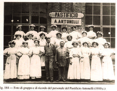 In its heyday (1887) the mill operated 24 hours a day and employed 1500 people, producing flour and, in the Stucky Pasta factory (managed for a few years by Achille Antonelli) the famous 'Super Pasta Stucky'