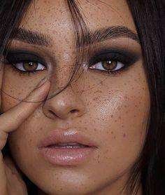 dark bold black smokey eye nude lips and natural freckles face makeup look Makeup Goals, Love Makeup, Makeup Inspo, Makeup Inspiration, Makeup Ideas, Gorgeous Makeup, Makeup Geek, Simple Makeup, Makeup Remover