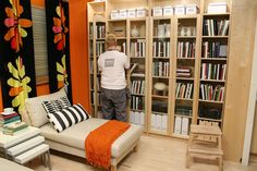 リフォーム並みのインパクト! 壁一面にIKEAの本棚