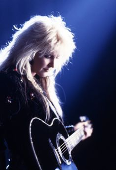 """The Wall Street Journal Speaks To Lita Ford And Premieres """"Killing Kind"""", The New Track Featuring Dave Navarro On Mandolin. """"Time Capsule"""" Is Scheduled For Release On April Via SPV/Steamhammer Records. Female Guitarist, Female Singers, Bass, Freddie Mercury, Style 70s, Rock And Roll, Lita Ford, Women Of Rock, Cinema"""