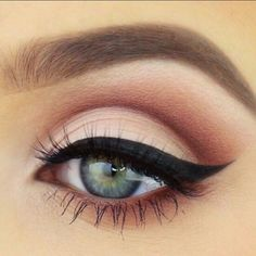 beautiful pink eyeshadow with pretty bold eyeliner. GOALS
