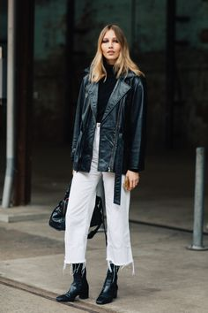 The Downtown-Cool Way to Wear White Jeans for Fall — Street Style Outfit Idea Source by lauradittrich jeans outfit Look Fashion, Autumn Fashion, Fashion Outfits, Jean Outfits, Korean Fashion, Fashion Tips, Denim Street Style, Looks Jeans, White Jeans Outfit