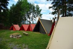 Viking camp | Flickr - Photo Sharing! Viking Bed, Viking Camp, Tent Camping, Campsite, Glamping, Medieval Houses, Norse Vikings, Outdoor Cooking, Outdoor Gear