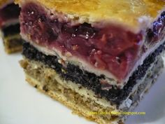 A flódni egy hagyományos zsidó sütemény, amely almás-diós-mákos töltelékkel készül, amelyek pozsonyi tészta lapok közé vannak rétegezve, de...