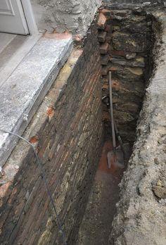 Sanace vlhkého zdiva, odkop domu