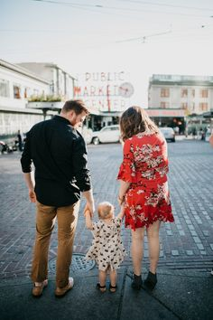 Seattle Family Photography // Heinze Family // Wind + Bird Photography | WIND + BIRD #seattle #seattlefamilyphotography #urbanlifestyle #lifestylephotographer #windplusbird #seattlephotography #pikeplacemartket
