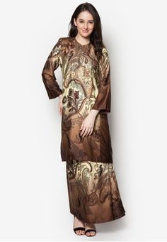 Baju Kurung Azani from Butik Sireh Pinang in Brown An ode to the classics, step out in amplified elegance with this baju kurung from Butik Sireh Pinang. The brand channels their stylish flair into this traditional wear by adding a splash of multi-coloured paisley prints.?Top- Polyblend- Round nec... #bajukurung #bajukurungmoden